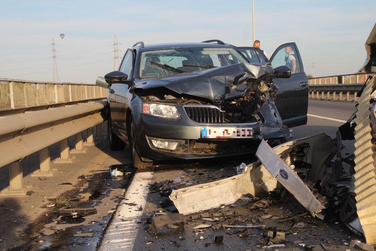 Ook de Skoda Octavia is zwaar beschadigd.