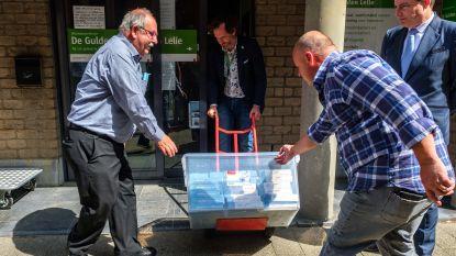 Foorkramers Sinksenfoor schenken tablets aan woonzorgcentrum (en vragen tussendoor duidelijkheid over editie 2020)