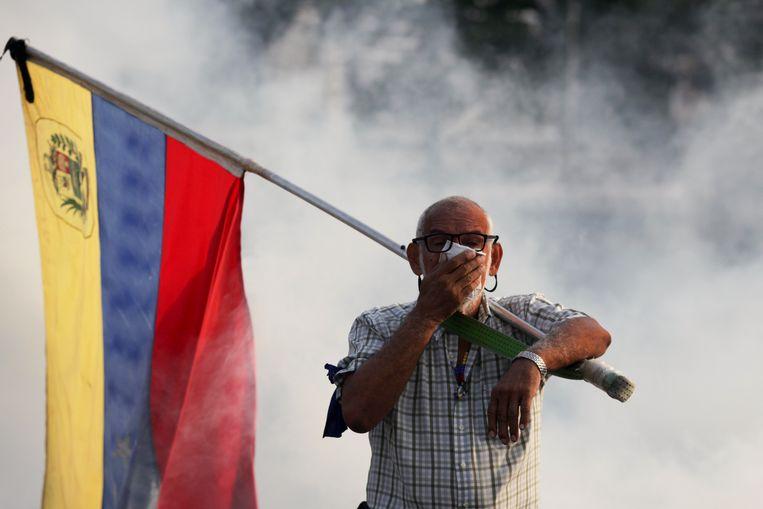 Een aanhanger van Guiado met een Venezolaanse vlag in Caracas.