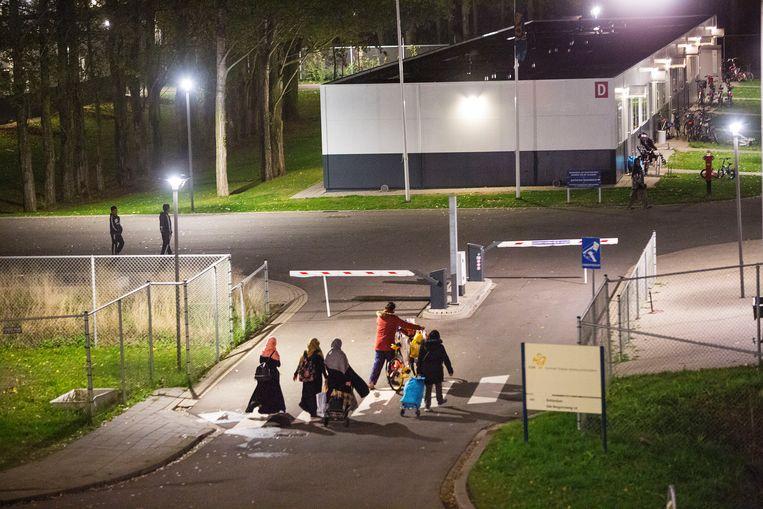 Het asielzoekerscentrum (azc) in Rotterdam. Beeld Arie Kievit