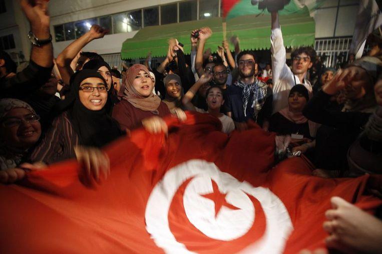 Aanhangers van de Ennahda-partij vieren de overwinning in Tunis. Beeld reuters