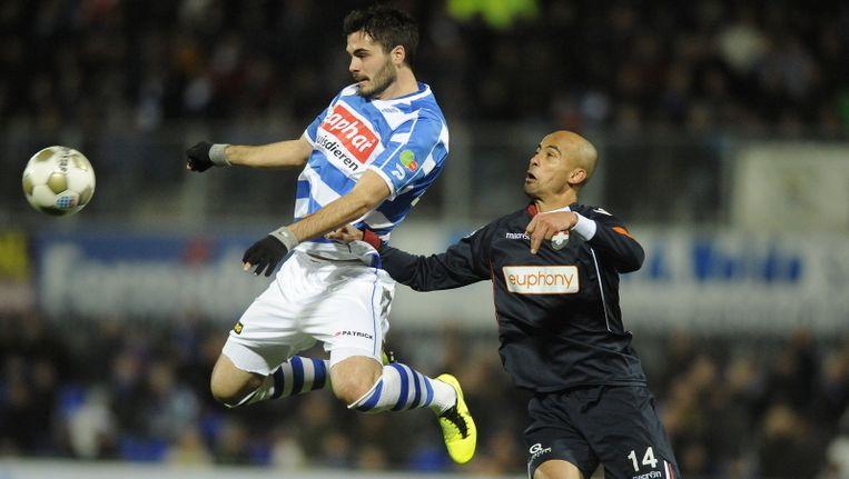 Avdic namens Zwolle in duel met Haastrup van Willem II Beeld PROSHOTS