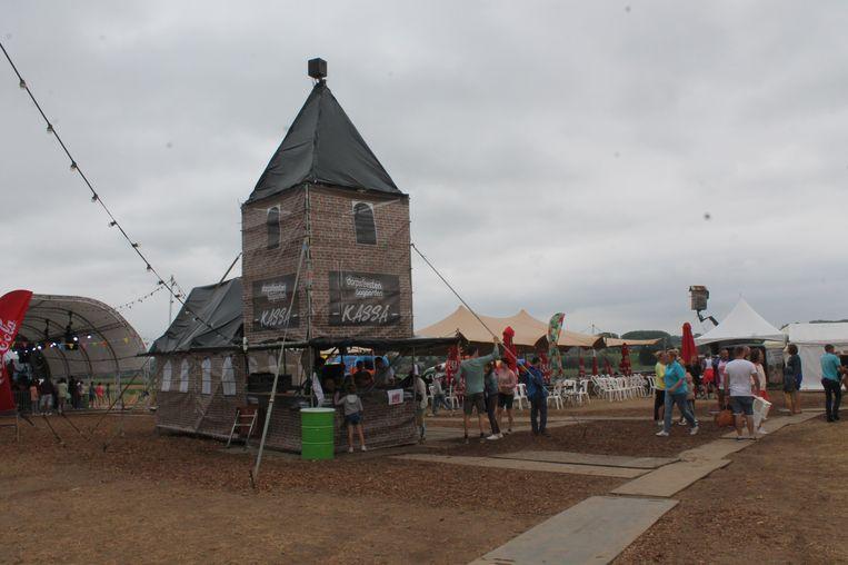 De regen was spelbreker op de Dorpsfeesten van Bogaarden. Toch stroomden de bezoekers toe.