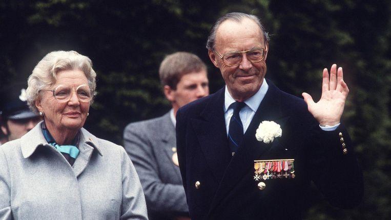 Juliana en Bernhard in 1981 op de 70e verjaardag van de prins. Beeld anp