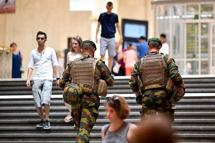 Militairen in Brussel-Centraal (archiefbeeld).