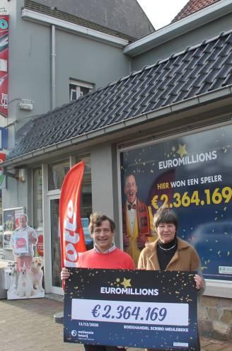 """West-Vlaming wint 2,3 miljoen euro met EuroMillions bij dagbladhandel Scribo in Meulebeke: """"Mijn familie mag delen in de vreugde"""""""
