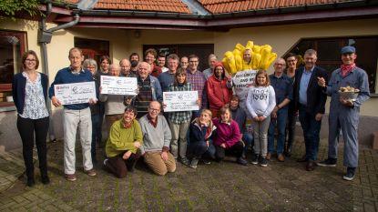 Joeri loopt 6.515 euro bij elkaar met slopende marathon in 7 kilo zwaar 'frietpak'