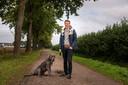 LOCATIE: Helkant - DATUM: 19/10/05 - FOTOGRAAF: Pix4Profs/Edwin Wiekens - OMSCHRIJVING: Rubriek jong in ... Helkant. Nick van Elshout op zijn favoriete plek in de polder, met zijn hond Raia.