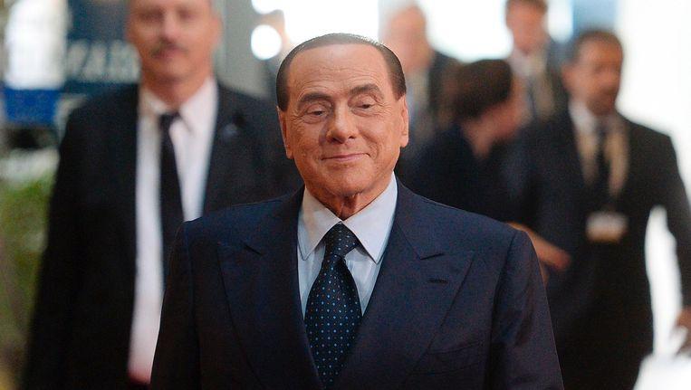 Silvio Berlusconi arriveert bij de herdenkingsplechtigheid van Helmut Kohl. Beeld null
