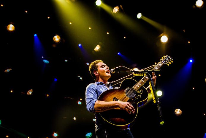Singer-songwriter Douwe Bob treedt op in Afas Live tijdens zijn Fool Bar XL tour.