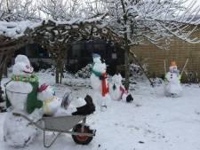 Leerlingen van buitengewoon lager onderwijs maken kunstwerkjes van sneeuwmannen