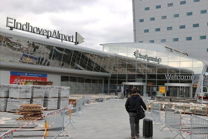 Weinig drukte op  Eindhoven Airport in verband met geschrapte vluchten door het coronavirus.