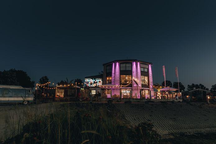 Het voormalig restaurant Bestevaer om Roompot Marina Beach in Kamperlan is omgebouw tot hippe beachclub.