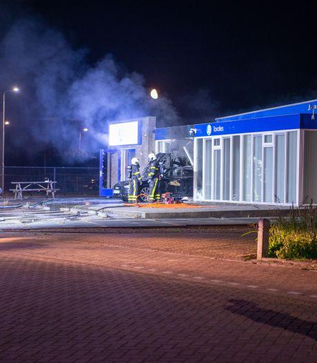 Automobilist ramt opzettelijk taxatiekantoor in Steenbergen en steekt daarna voertuig in brand