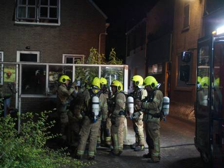 Bewoner springt uit raam na fikse woningbrand in Zuidland