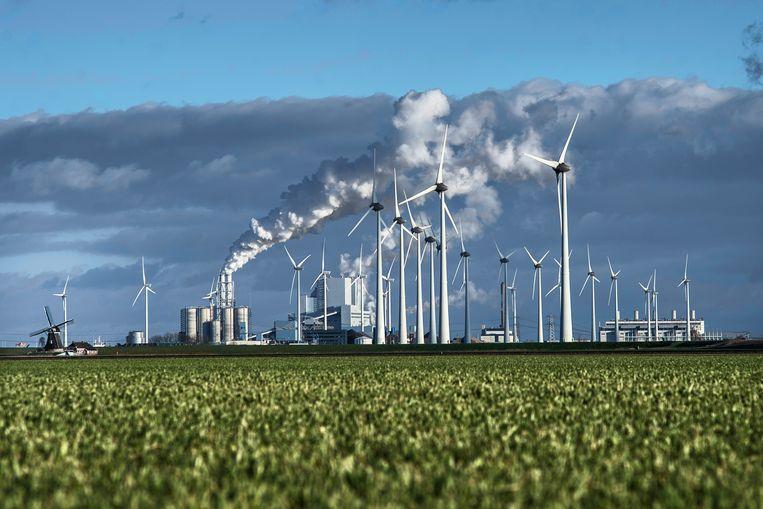 De kolencentrale van RWE op het randje van de Waddenzee. Beeld Corné Sparidaens