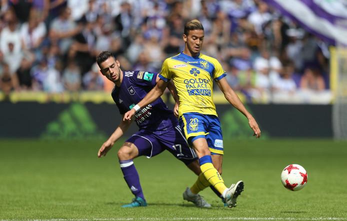 Dussaut (r) in actie tegen Anderlecht.