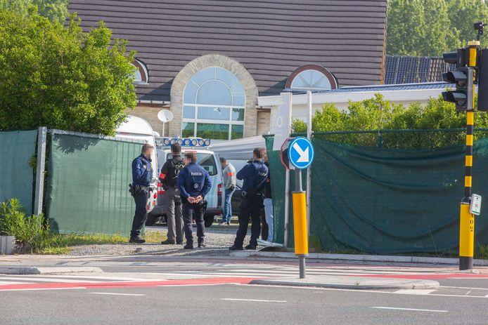 Inval van agenten bij autodieven aan de Ninoofsesteenweg in Roosdaal.
