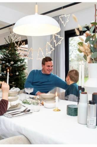 """In deze verbouwde hoeve gaat kerstdecoratie naadloos op in Scandinavisch interieur: """"De grootste kosten waren de Ikea-keuken en de vloer"""""""