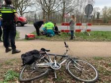 Overstekende fietser aangereden op N65 in Helvoirt, met hoofdwond naar ziekenhuis