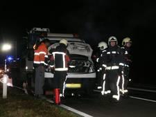 Autobrand zorgt voor verkeershinder op N332 bij Holten