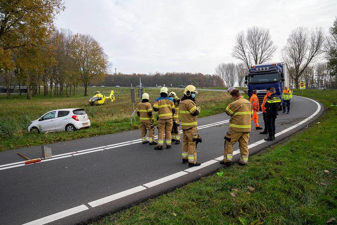 Ongeluk op de A50 bij Ravenstein waarbij iemand die afval in de berm aan het opruimen was, is aangereden door een automobilist.