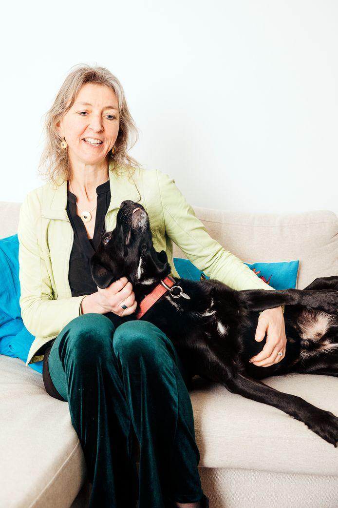 Merel Langelaar vindt dat ze als voorzitter van de beroepsorganisatie voor dierenartsen een 'eervolle' baan heeft.