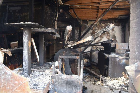 Het café is volledig afgebrand.