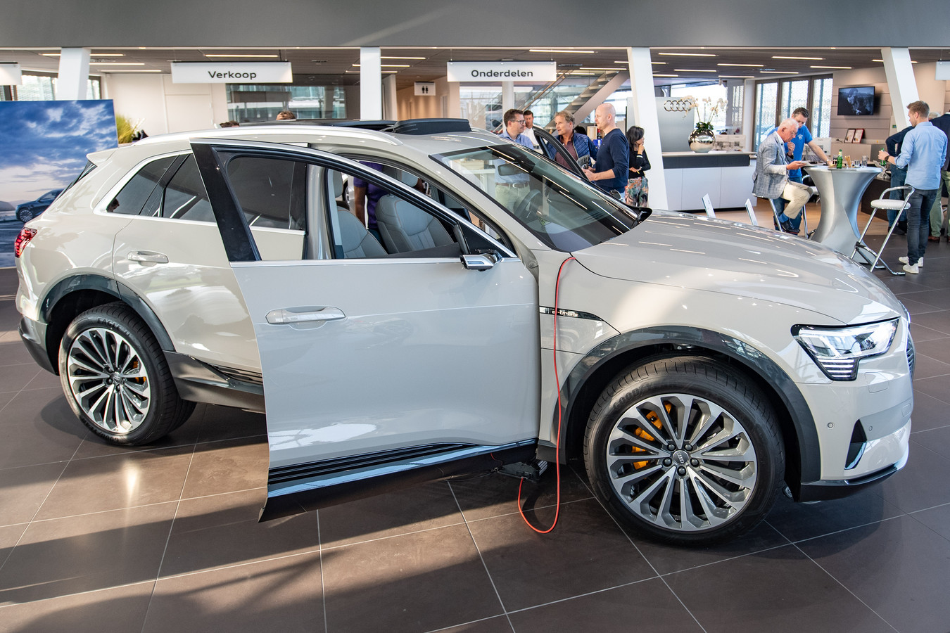 Allereerste Elektrische Audi Voor Een Dag In Hengelo Foto