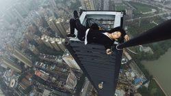 Chinese waaghals (26) filmde eigen dood door val van wolkenkrabber: wie treft schuld?
