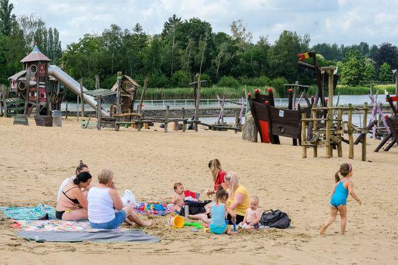 In het domein Sport Vlaanderen moet iedereen voortaan een mondmasker dragen, behalve tijdens het sporten, het zwemmen of het zonnebaden op het strand.