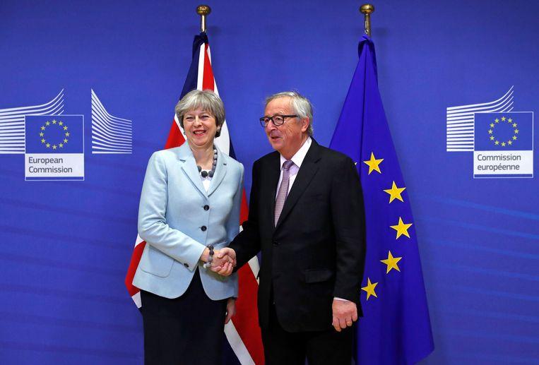 Brits premier Theresa May en Jean-Claude Juncker, voorzitter van de Europese Commissie.