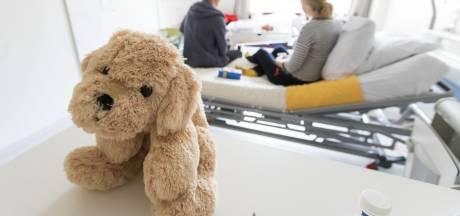 Opluchting na wel heel bijzondere bevalling in Twente: 'Je wil alleen maar dat het goed met hem gaat'