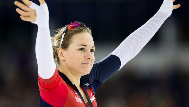 Karolina Erbanova juicht na het winnen van het EK Sprint in Thialf. Beeld anp