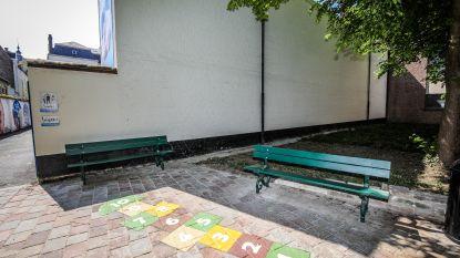 Minder parking, maar meer zitbanken aan Genthofpleintje