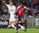 Patrick Kluivert (rechts) in actie voor Lille.