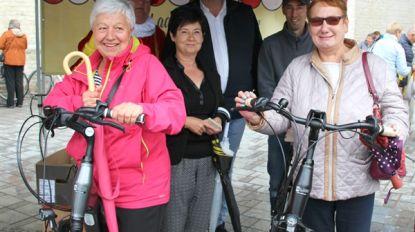 Rosette en Hilda winnen elektrische fiets op de dinsdagmarkt