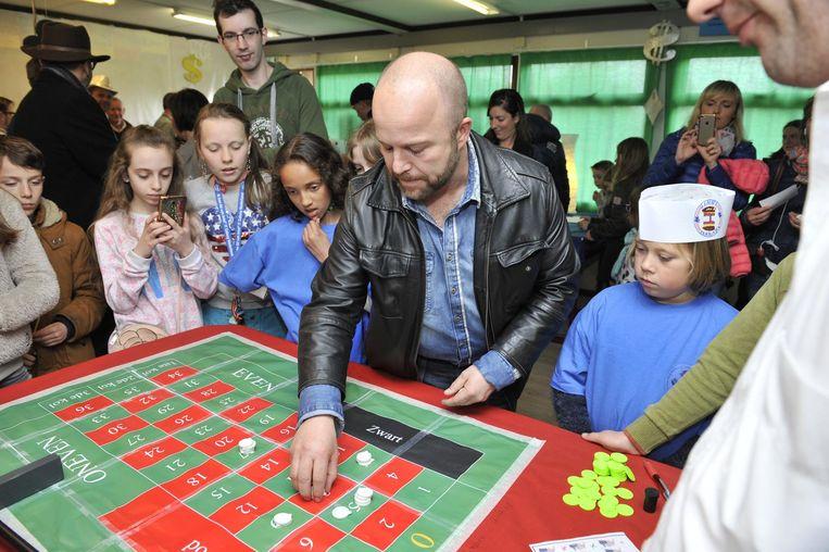 Uitdager Sven De Ridder waagt een gokje in de tot gokpaleis omgebouwde campushoeve.