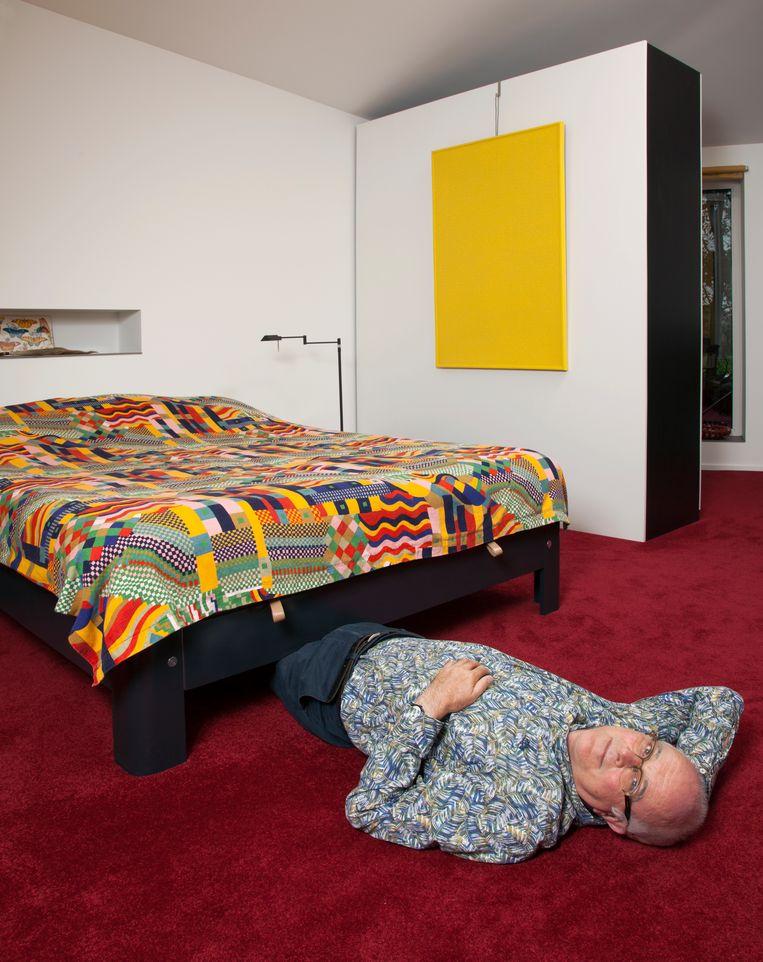 'Wat is nou een bed? Vier planken, vier poten en een spiraal waar je een matras op kunt leggen. Zo simpel is het.' Beeld null