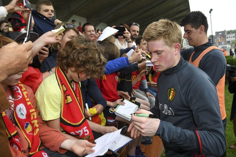 Met zijn fans. Beeld belga