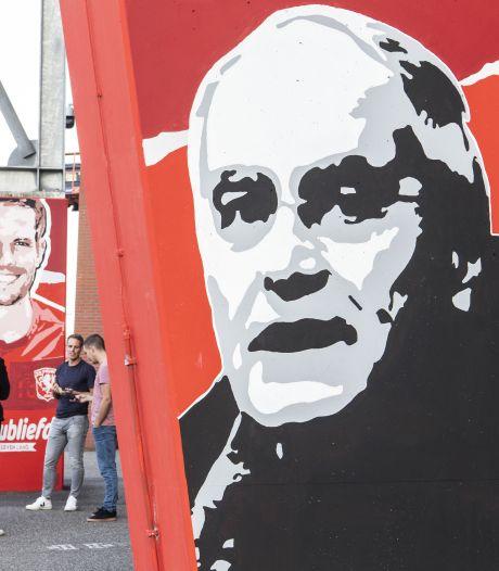 Red is the color: Supporters van FC Twente maken van De Veste een rode burcht