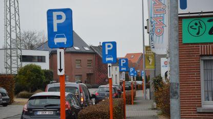 Opmerkelijk: Bovenhoekstraat en Outerstraat staan vol parkeerborden