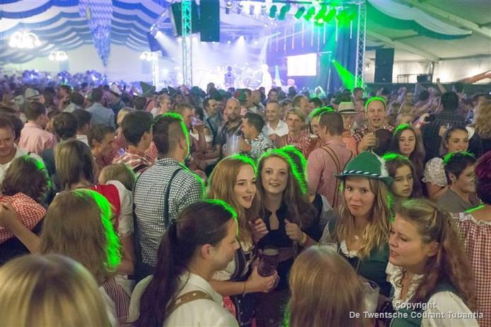Grote drukte tijdens het Oktoberfest 2016 in Geerdijk.