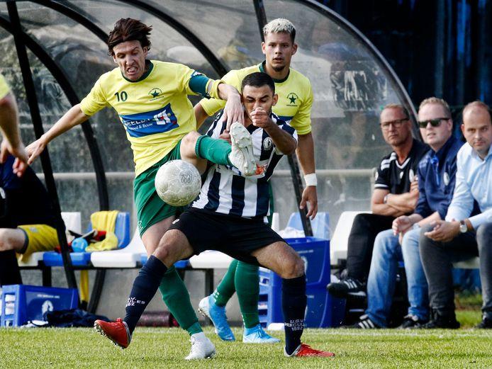 01-09-2019:  Utrecht : Voetbal derde divisie zondag Hercules - De Groene Ster , sportpark Voorveldse Polder .  Invaller Oussama Lahri in duel met Maikle van Kesteren   Foto: Ruud Voest