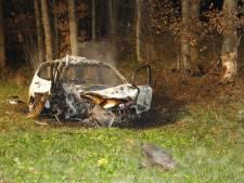 Man zwaargewond door auto die in brand vliegt na botsing tegen boom op A73