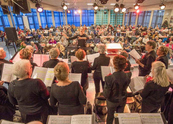 """Het jaarlijkse kerstfeest van het Leger des Heils in Goes. ,,Door de muziek willen wij mensen de kerstboodschap meegeven."""""""