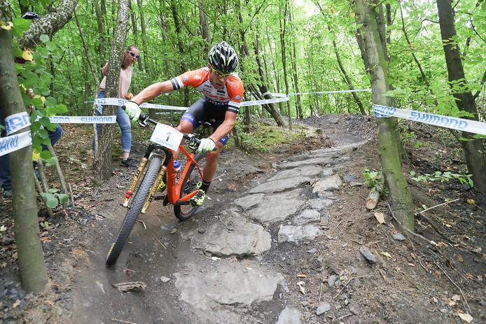 Hans Becking, hier in actie tijdens het NK Mountainbike in Landgraaf.