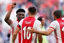 Mohammed Kudus viert feest met doelpuntenmakers Dusan Tadic en Zakaria Labyad.