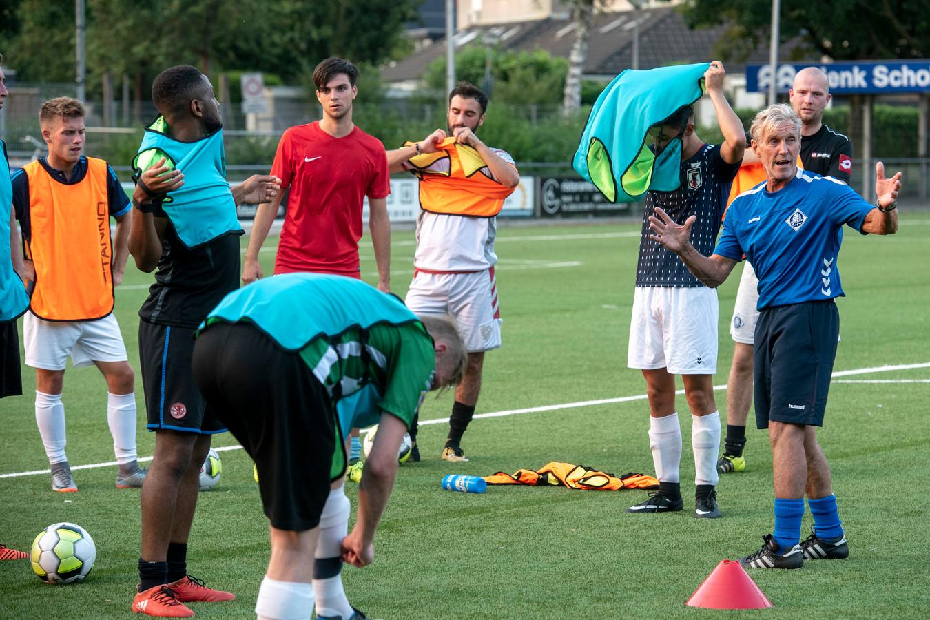 Trainer Bram Braam had zich een soepeler voorbereiding gewenst met RKHVV.