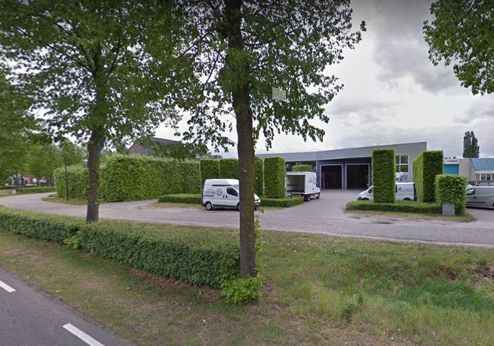 Het garagebedrijf van Van Katwijk aan de Vloetstraat in Volkel. Aan de achterkant zit timmer- en interieurbedrijf Wilsum.